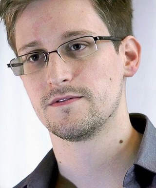 https://firstlook.org/wp-uploads/sites/1/2014/09/440px-Edward_Snowden-2-320x385.jpg