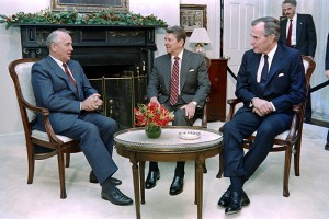 Soviet  Leader  Mikhail Gorbachev (L) talks to President Ronald Reagan (C) and President-elect George Bush (R) on December 7, 1988 shortly before lunch in the Admiral's House, home of the US coast Guard's Atlantic Area commander. AFP PHOTO MIKE SARGENT        (Photo credit should read MIKE SARGENT/AFP/Getty Images)